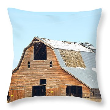 Old Barn In Idaho Throw Pillow