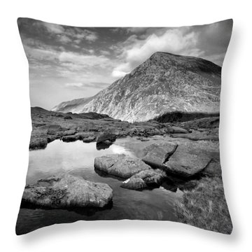 Pen Yr Ole Wen From Cwm Idwal Throw Pillow