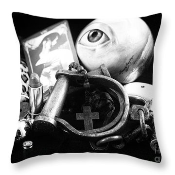 Proteccion Throw Pillow