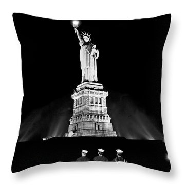 Statue Of Liberty On V E Day Throw Pillow