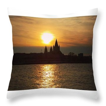 #sunset #sunsetlovers #sunrise #horizon Throw Pillow