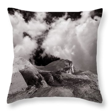 Valley Of Fire Rock Formations Throw Pillow
