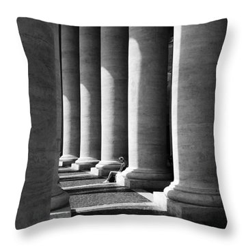 Waiting At St Peters Throw Pillow