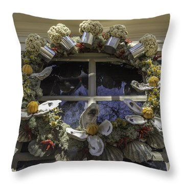 Wreath At Chownings Tavern Throw Pillow