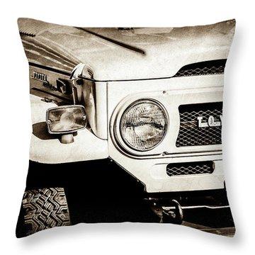 1973 Toyota Fj40 Land Cruiser Grille Emblem -1918s Throw Pillow