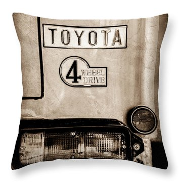 1978 Toyota Land Cruiser Fj40 Taillight Emblem -1191s Throw Pillow