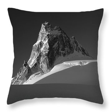 1m2716-bw Sunrise On Pigeon Spire Throw Pillow