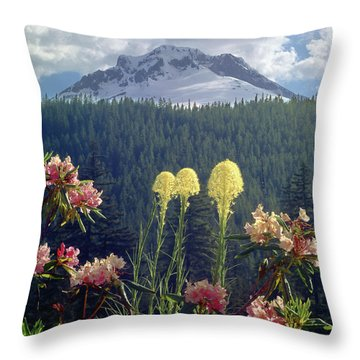 1m5101 Flowers And Mt. Hood Throw Pillow