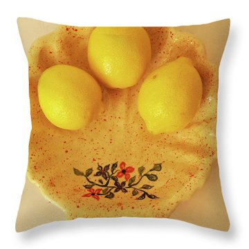Throw Pillow featuring the photograph Medium Shell Plate by Itzhak Richter