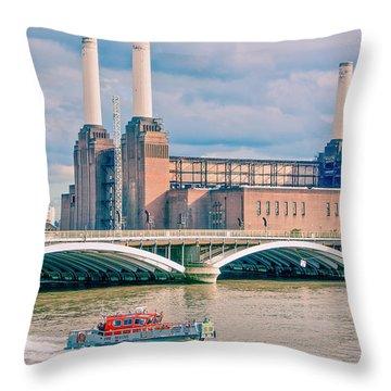 Pink Floyd's Pig At Battersea Throw Pillow