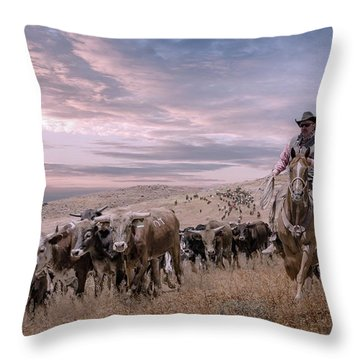 2016 Reno Cattle Drive Throw Pillow