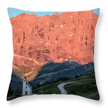 Gardena Throw Pillows
