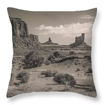 #3326 - Monument Valley, Arizona Throw Pillow