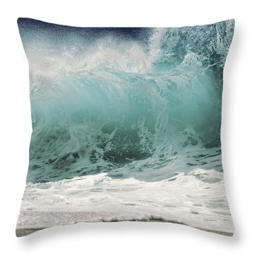 North Shore Wave Throw Pillow by Vince Cavataio - Printscapes