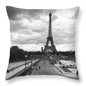 Throw Pillow featuring the photograph Paris by Hayato Matsumoto