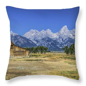 #5730 - Mormon Row, Wyoming Throw Pillow