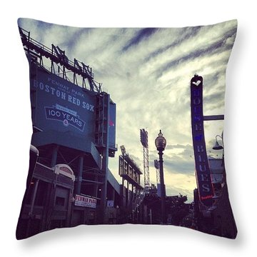 A Fine Night Is Upon Us #beantown Throw Pillow