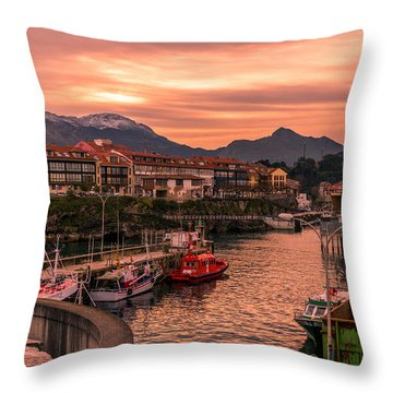 A Lot To See And Do Throw Pillow