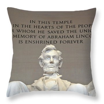 Abraham Lincoln Statue - 2 Throw Pillow