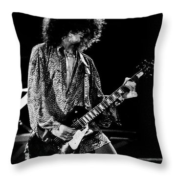 Aerosmith-94-joe-1212 Throw Pillow