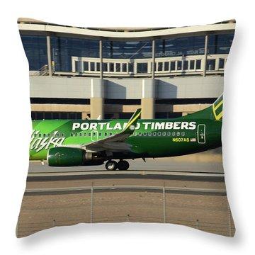Alaska Boeing 737-790 N607as Phoenix Sky Harbor December 27 2015 Throw Pillow
