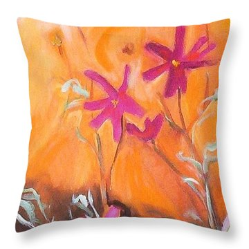Alba Daisies Throw Pillow