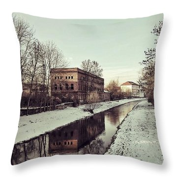 Am Zorge-ufer Throw Pillow
