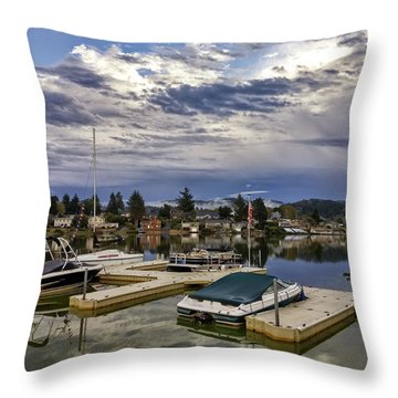 Devils Lake Oregon Throw Pillow