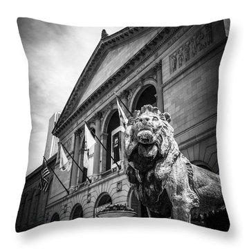 Art Institute Of Chicago Lion Statue In Black And White Throw Pillow by Paul Velgos