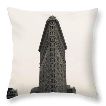 Flatiron Building - Nyc Throw Pillow