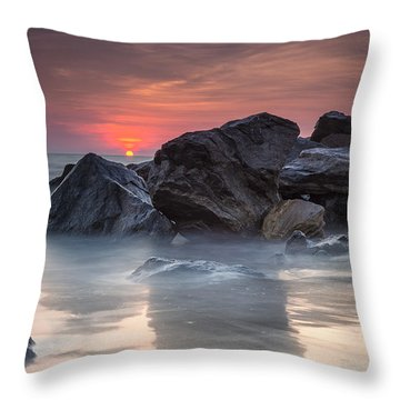 Atardecer En La Playa Throw Pillow