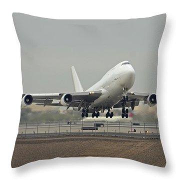 Atlas Air Boeing 747-45e-sf N473mc Phoenix Sky Harbor December 24 2015 Throw Pillow