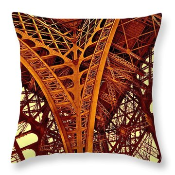 Au Pied De La Tour Eiffel Throw Pillow