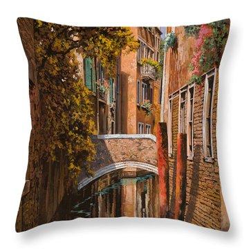 autunno a Venezia Throw Pillow