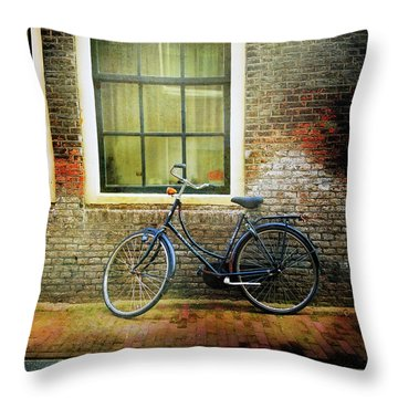 Throw Pillow featuring the photograph Avancer Bicycle by Craig J Satterlee
