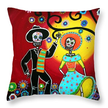 Bailar Throw Pillow