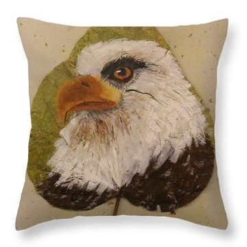 Bald Eagle Side Veiw Throw Pillow