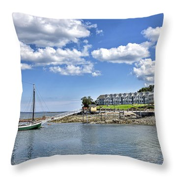 Bar Harbor Inn - Maine Throw Pillow