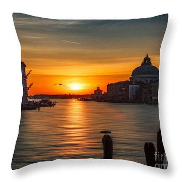 Basilica Di Santa Maria Dela Salute, Venice Throw Pillow