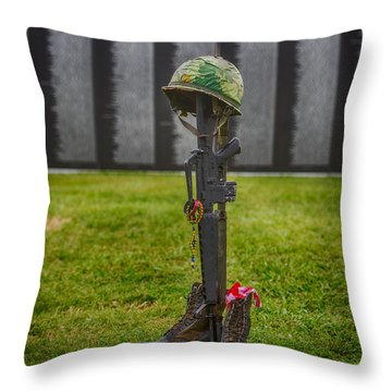 Battle Field Cross At The Traveling Wall Throw Pillow by Paul Freidlund