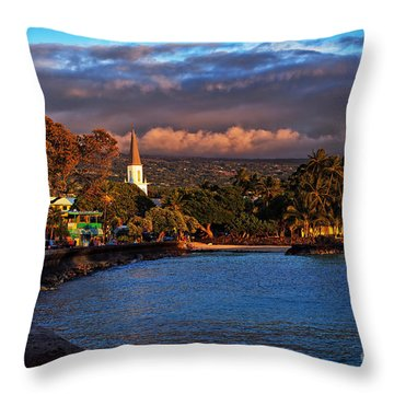 Beach Town Of Kailua-kona On The Big Island Of Hawaii Throw Pillow