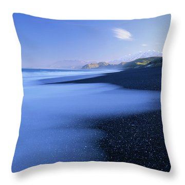 Beautiful Kekerengu Bay, New Zealand Throw Pillow