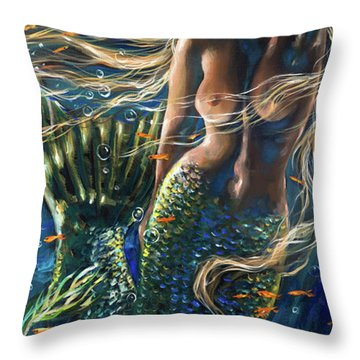 Bella Donna Center Throw Pillow by Linda Olsen