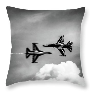 Throw Pillow featuring the photograph Belly Pass by Ray Shiu