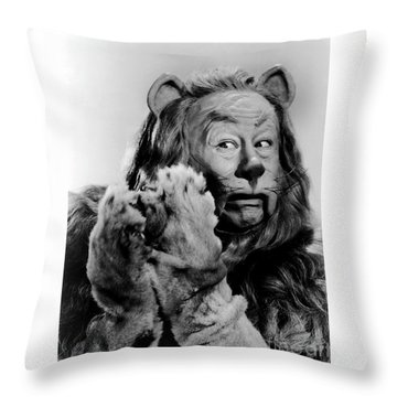 Bert Lahr As The Cowardly Lion In The Wizard Of Oz Throw Pillow
