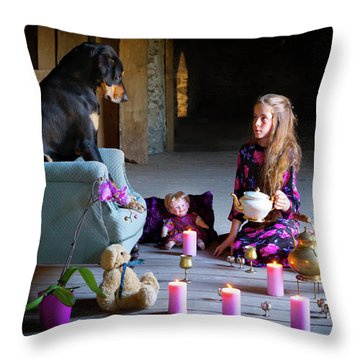 Best Firends Teaparty In The Barn Throw Pillow