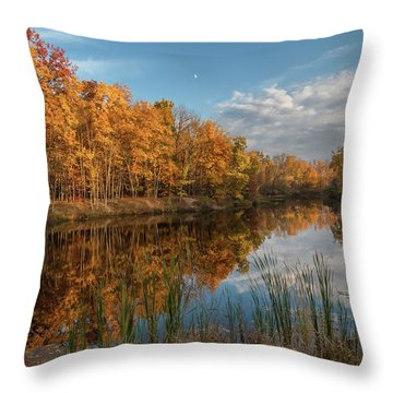 Beyer's Pond In Autumn Throw Pillow