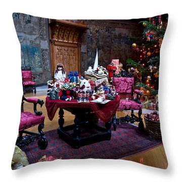 Biltmore Christmas   Throw Pillow