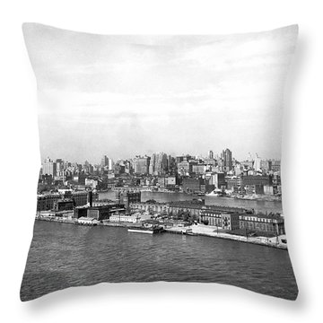 Blackwells Island In Nyc Throw Pillow