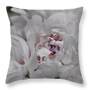 Blanc Fleurs Throw Pillow